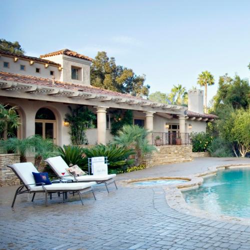Häuser auch außerhalb Kiel - hier Villa mit Pool